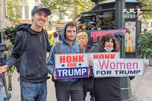 紐約民眾聚集川普大廈前 為總統加油打氣