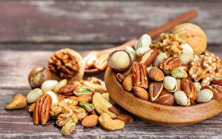 每天適量吃堅果,有助減少癌症發生率。(Shutterstock)