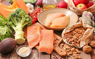 吃优质蛋白质及多色蔬果,可抗发炎、改善过敏性鼻炎。(Shutterstock)