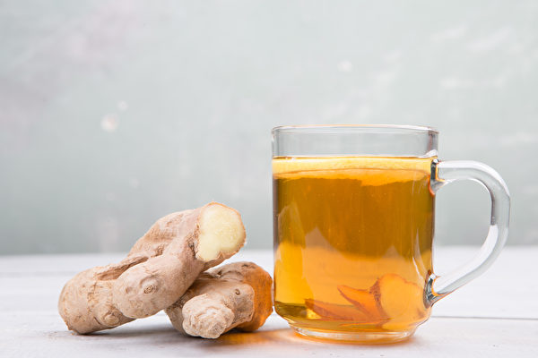 换季或气温变化会引起流鼻水、鼻塞等过敏症状加重,此时可饮用姜茶舒缓。(Shutterstock)