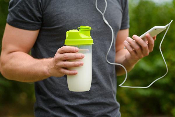 自制3种天然运动饮料,帮助你在运动后修复细胞、增强免疫力、改善疲劳。(Shutterstock)