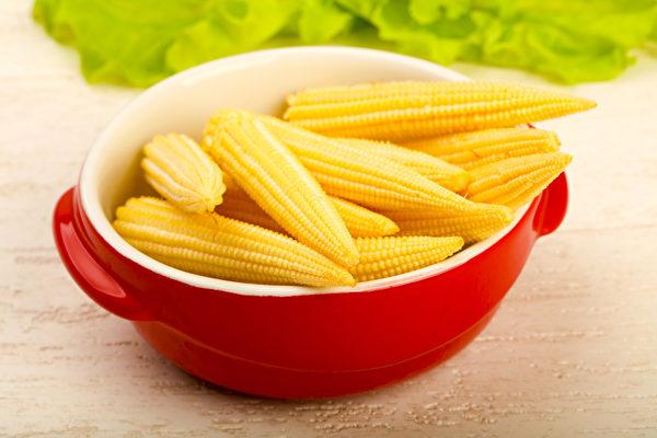 玉米筍熱量低有助減肥,富含鉀有利控制血壓。(Shutterstock)