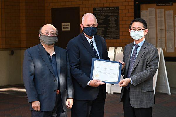 莫德斯托市長感謝灣區台灣商會贈送口罩