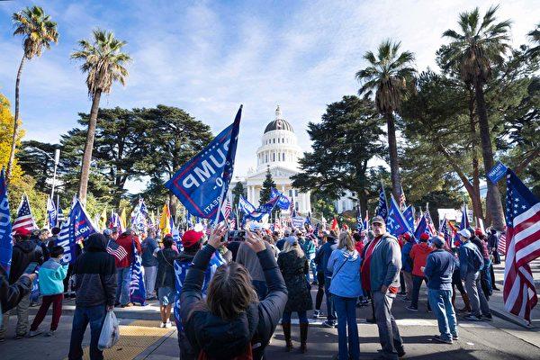 加州首府挺川集会 民众:不要共产主义