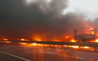 【视频】陕西高速10余车起火 至少3死6伤
