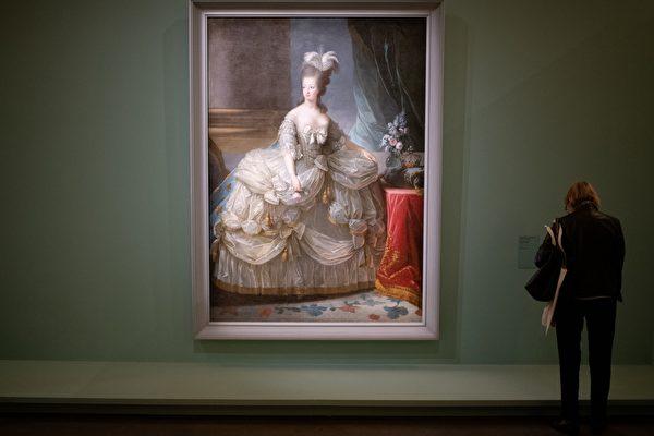 古鏡掛浴室40年 竟來自法國「斷頭王后」