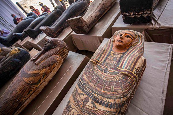 埃及出土上百具木製人形棺 歷經2500年不朽