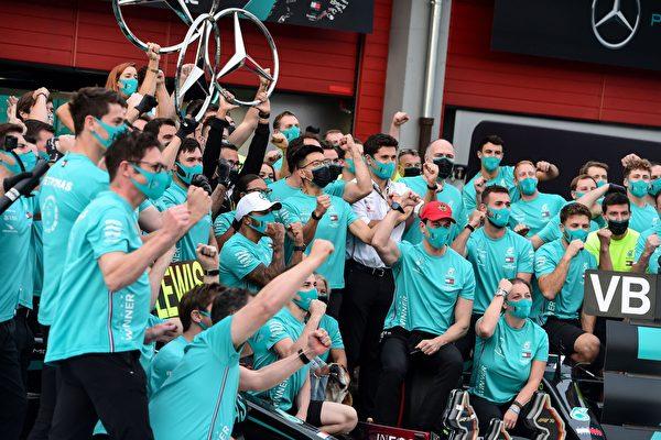 梅奔豪取车队七连冠 破法拉利16年前F1纪录