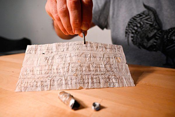 法國夫婦發現時間膠囊 內藏百年前飛鴿傳書