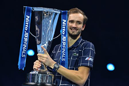俄罗斯悍将梅德维德夫 首夺年终总决赛冠军