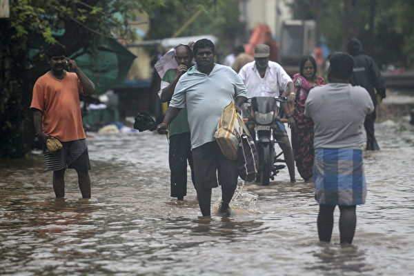 組圖:旋風尼瓦爾侵襲印度 數十萬人撤離