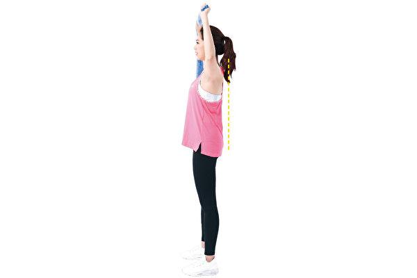 1个动作克服圆肩,训练肩部肌群。(日日幸福提供)