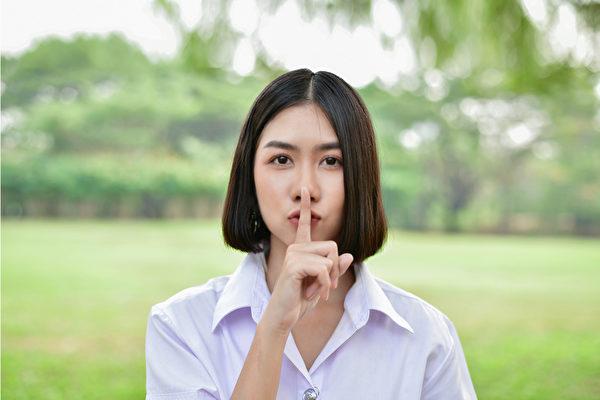 说谎不仅使人血压升高、压力荷尔蒙增加,还会带来难以预料的健康危害。(Shutterstock)