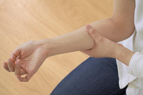 皮肤痒怎么办?按摩4个穴位能够帮你止痒。(Shutterstock)
