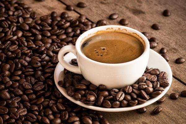 咖啡会与多种常见药物产生交互作用,服药时要多留意。(Shutterstock)