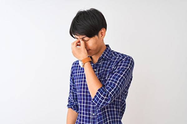 眼睛干涩疲劳,最容易忽略的眼睛自救警讯。(Shutterstock)