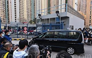 组图:12港人其中2名遣送香港天水围警署