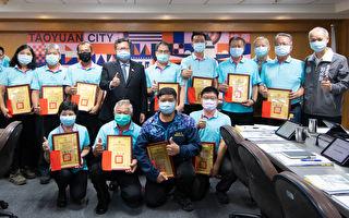 鄭文燦表揚捕蜂捉蛇優異人員 保護市民安全
