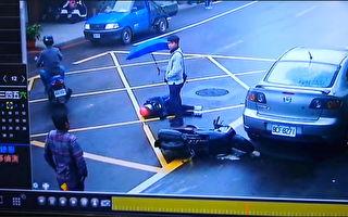 女骑士受伤后横躺路中 南崁高中生撑伞挡雨