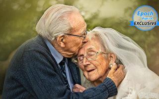 英國二戰老兵人瑞夫妻 72載恩愛感人至深