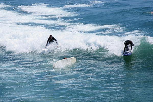 洛县海滩发布大浪警报
