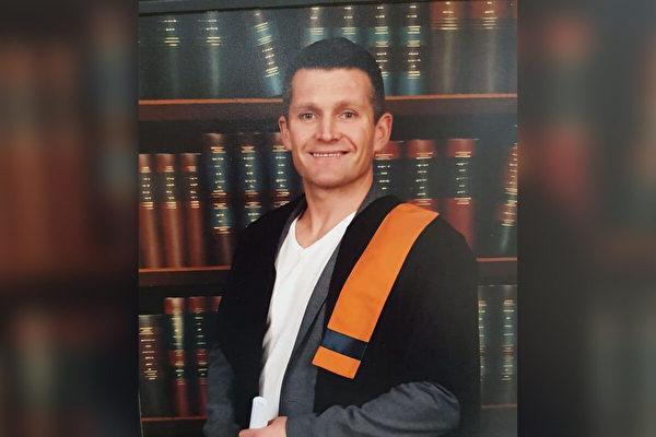 爱尔兰囚犯狱中学习 成家庭中首位大学生