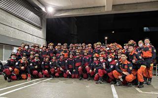 地震後新北市消防隊立刻於夜晚寒風中集合待命