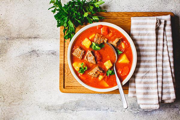 【梁厨美食】清炖番茄牛肉汤 营养满分