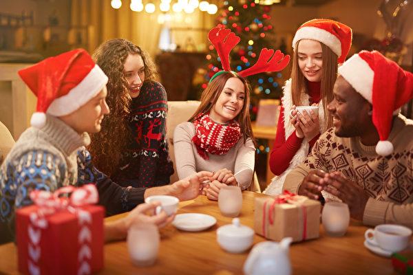 圣诞假期如何打扮?4种聚会穿出欢乐氛围