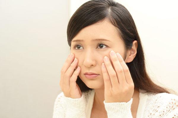 血虚让人脸黄、气色差、容易老,造成女性血虚的原因有哪些?(Shutterstock)