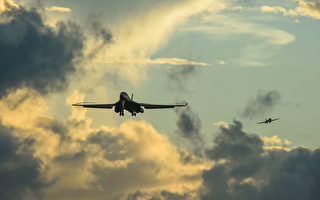 美轰炸机飞越波罗的海国家 展示团结