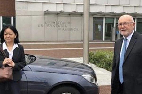 美驻荷兰大使开先例 公开在大使馆见台代表