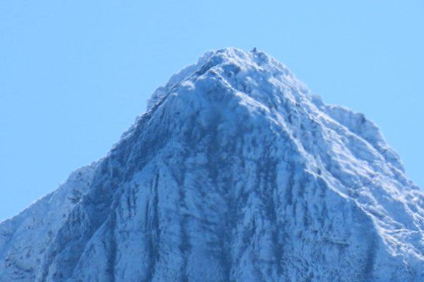 【视频】白雪覆盖台湾第一高峰 玉山雪景迷人