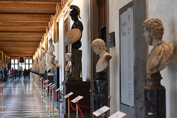 组图:疫情犹在 著名乌菲齐美术馆重新开放