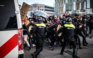 组图:荷兰民众反对防疫措施 240人被捕