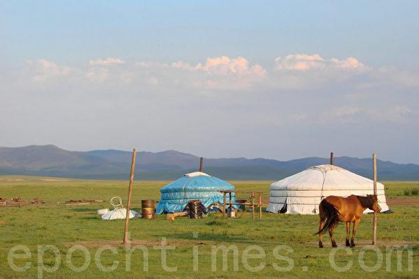 草原悲歌 内蒙古一家人的凄惨遭遇