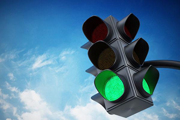 交通燈不變綠怎麼辦?