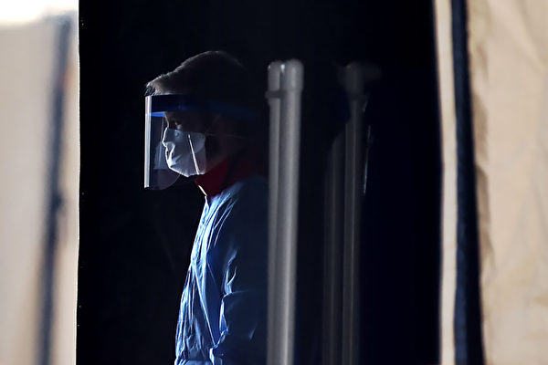 在對抗新冠疫情上,現代醫學可能陷入了一個誤區。(Chip Somodevilla/Getty Images)