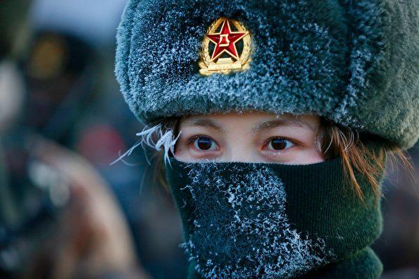 西藏兵头盔带自毁按钮 中共被指采用极端战术