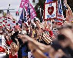 【組圖】川普抵達佛州 受到支持者歡迎