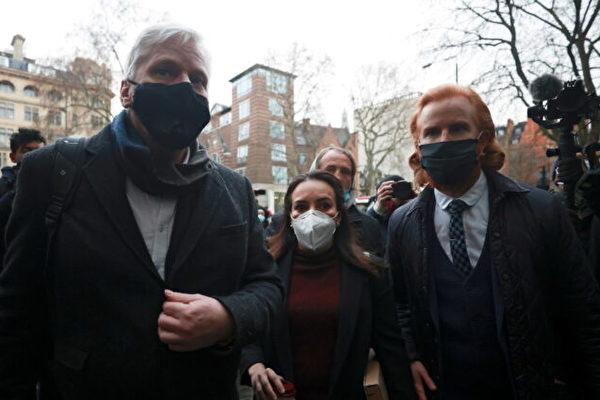 伦敦法庭拒绝阿桑奇保释请求 指他有潜逃风险