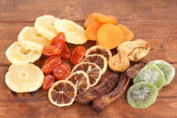 水果干用来养生、作为中药材使用,能够比水果发挥更大的威力。(Shutterstock)