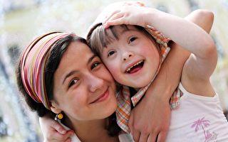 唐氏症变身时装模特 两岁女童镜头前超自信