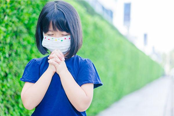 如何減少疫情給孩子帶來的不安和焦慮情緒?(Shutterstock)