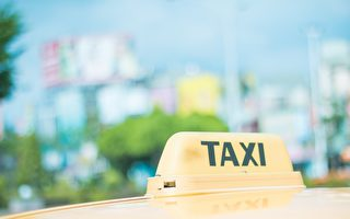 乘客唱KTV可打折 台湾计程车司机红到国外