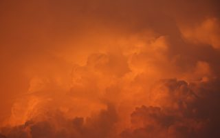 智利天空变成红色 如末日景象