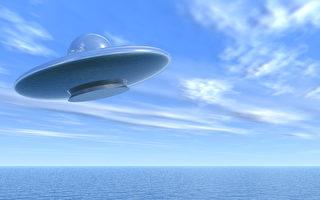 藍色UFO出現在夏威夷夜空 隨後俯衝入海