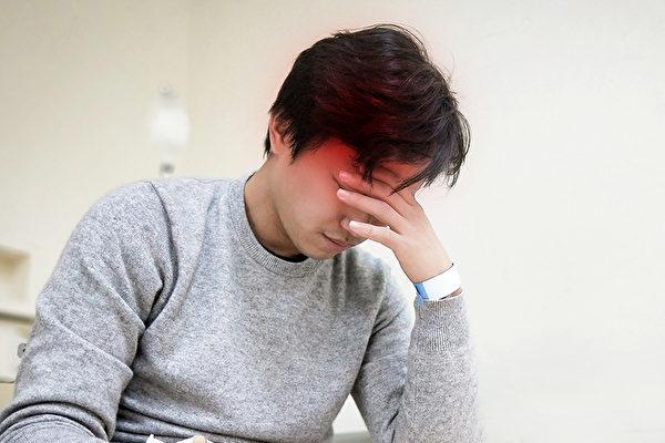 寒流来袭时脑中风好发作,心脏病、糖尿病、高血压等患者更要做好保暖准备。(Shutterstock)
