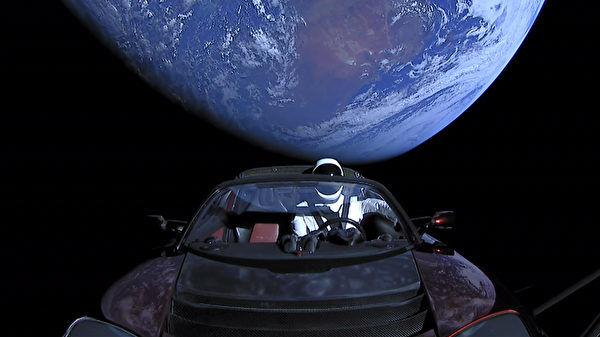 太空漫游逾两年 特斯拉电动跑车终抵火星