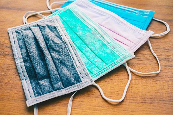 """彩色口罩若使用禁用的""""偶氮染料"""",有致癌疑虑。(Shutterstock)"""